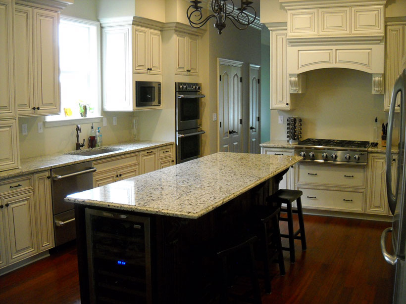 Delta cabinetry of new orleans photo gallery for Kitchen cabinets jobs